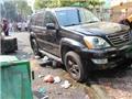 Ô tô 'điên' đâm hai xe máy, ba người nhập viện