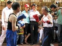 Nhà thơ Bảo Sinh thượng đài đấu võ với họa sĩ Đinh Quân