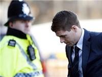 Dùng video gây lộn tống tiền Gerrard, nữ cảnh sát bị bỏ tù