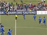 HÀI HƯỚC: Bị đối phương chọc thủng lưới vì mải ăn mừng bàn thắng