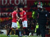Phil Jones và Chris Smalling có thể rời Man United