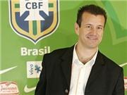 Dunga: 'Huấn luyện Brazil khó gấp 10 lần Anh'. 'Quên bóng đá đẹp đi!'