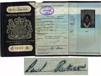 Cựu sao Man United rao bán hộ chiếu