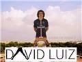 ẢNH CHẾ: Háng của David Luiz rộng như chân tháp Eiffel. Khi cần xỏ háng, hãy gọi Suarez