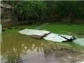 Sập tường bể bơi, một học sinh tử vong