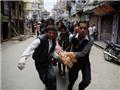 Chết chóc và tình người tràn ngập trận động đất kinh hoàng ở Nepal