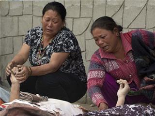 Những bức ảnh nhói lòng từ tâm động đất Nepal