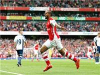 Theo Walcott lập hat-trick ở vòng cuối: Từ người thừa thành người hùng của Arsenal