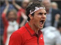 Roger Federer tức giận khi bị fan lao vào sân đòi chụp ảnh chung