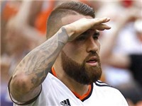 Valencia thách thức Man United: Muốn có Otamendi, hãy trả ít nhất 50 triệu euro!