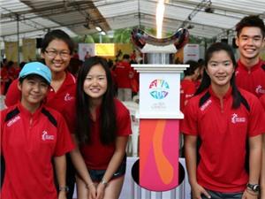 Ngọn đuốc SEA Games được chuyển bằng thuyền đến SVĐ quốc gia Singapore