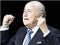 Thế giới tổng tấn công Sepp Blatter: 'Ngày u tối của bóng đá. Nếu còn liêm sỉ, Blatter nên từ chức'