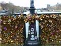 Khi Paris gỡ 'tình yêu' khỏi cầu sông Seine