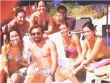 Andrea Pirlo ngẩn ngơ ngắm mỹ nhân sexy mặc bikini