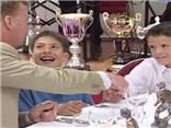 TIẾT LỘ: Van Gaal từng dùng bữa cùng Alba hồi nhỏ, và giờ muốn chiêu mộ anh