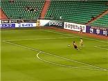 Thủ môn Hàn Quốc trả giá vì bắt chước Manuel Neuer