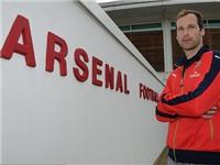 Petr Cech bị fan Chelsea dọa giết vì đầu quân cho Arsenal