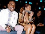 Mayweather bị người đẹp Rihanna bịt miệng tại BET Awards 2015