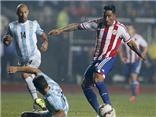 Lucas Barrios ghi bàn vào lưới Argentina, rút ngắn tỉ số xuống 1-2 cho Paraguay