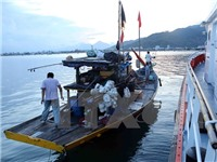 VIDEO: Lai dắt thành công tàu cá cùng 10 thuyền viên vào bờ an toàn