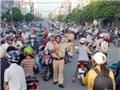 CSGT 'trưng dụng' xe cảnh sát, kịp đưa sĩ tử vào phòng thi