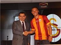 NÓNG: Lukas Podolski chính thức cập bến Galatasaray