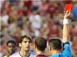 Kaka nhận thẻ đỏ trực tiếp đầu tiên trong sự nghiệp