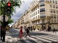 """VIDEO: Paris cho phép người đi xe đạp """"vượt"""" đèn đỏ"""