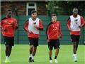 Twitter chính thức của Liverpool 'chơi khăm' Mario Balotelli