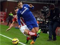 Trọng tài Graham Poll: 'Hazard cần được bảo vệ nhiều hơn'