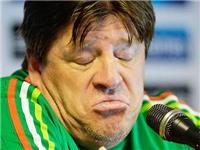 HY HỮU: Vừa vô địch Gold Cup, HLV tuyển Mexico bị sa thải vì... đấm phóng viên