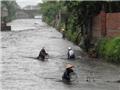 Lặn ngụp vét than trong mưa lũ: Sự liều lĩnh không phải là tài nguyên quốc gia!