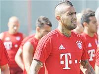 Vidal bị 'xỏ háng' ngay ở lần đá ma đầu tiên tại Bayern Munich
