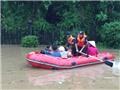 Xúc động người dân vùng than nắm chặt tay nhau đoàn kết vượt qua mưa lũ