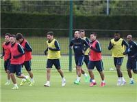 CHÙM ẢNH: Cầu thủ Man City tập 'dị' trước thềm mùa giải mới
