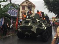 CẬN CẢNH: Xe thiết giáp lội nước cứu TP Uông Bí bị ngập lụt