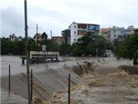 Hai ngày mưa lũ ở Bắc Bộ: 12 người thương vong, trên 3.500 nhà bị ngập, đổ