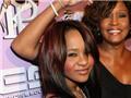 Ảnh con gái Whitney Houston nằm trong quan tài bị rao bán giống mẹ
