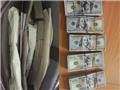 Khởi tố đối tượng 'xách tay' 30.900 USD không khai báo hải quan