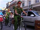 Cảnh sát Hà Nội bắt đầu tuần tra bằng xe đạp Thống Nhất