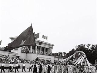 Những bức ảnh đen trắng vô giá về những Tết độc lập 2/9