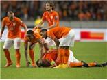 Indi nhận thẻ đỏ ngớ ngẩn, Van der Wiel phạm lỗi ngây thơ, Hà Lan ngã ngựa trước Iceland