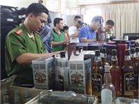 Phá ổ nhóm sản xuất rượu Chivas rởm tại Hà Nội
