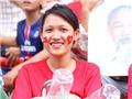 Cờ Việt Nam rực rỡ trên sân vận động Quốc gia Lào