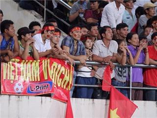 CHÙM ẢNH: Nước mắt chực rơi trên mắt CĐV U19 Việt Nam