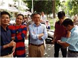 GS Ngô Bảo Châu 'thắng' đấu giá sách 'Việt Nam văn hóa sử cương' trong Chợ phiên sách cũ