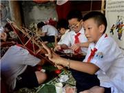 Những 'nghệ nhân' nhí làm đồ chơi Trung thu truyền thống