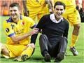 Liverpool 'cay mũi' vì HLV của Sion ăn mừng kiểu Jose Mourinho ngay tại Anfield