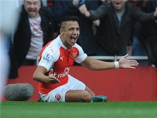 CHÙM ẢNH: Alexis Sanchez thăng hoa, Rooney nằm sân bất lực