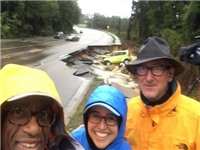 Người dẫn chương trình thời tiết dính 'mưa đá' vì 'tự sướng' trong lũ lụt